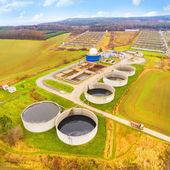 Fotografie Luftaufnahme zur Biogasanlage von der Schweinemastanlage auf der grünen Wiese