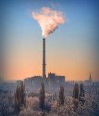 Fotografie Kouření zásobníku z hnědého uhlí kombinované výroby tepla a elektrické energie