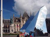 szerkesztői Bruges Belgiumban a piacon szobor