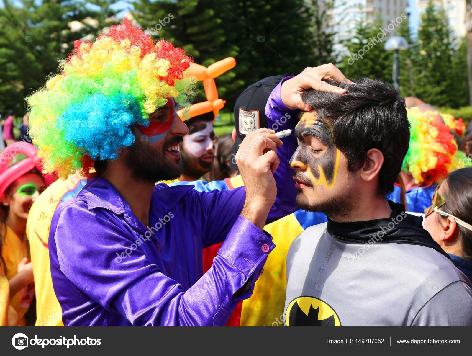 Kimliği Belirsiz Palyaço Boyama Batman Kostümın Yüz Orange Blossom