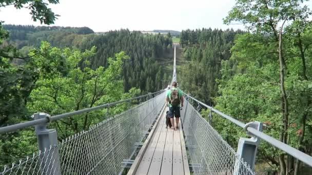 Einfache Hängebrücke Geierlay in Moersdorf Hunsrueck Berge