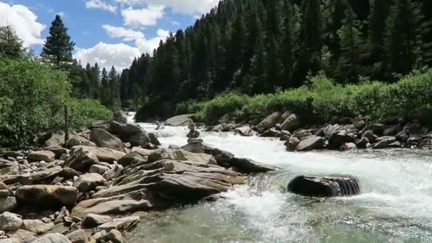 Krimml Achental Valley u vodopádů Krimml v Salcbursku. Rakousko