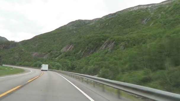 Oslo, Oslo / Norsko Červenec 07 2016: jízda podél dálnice E6 z Osla směrem k Trondheim (Norsko)