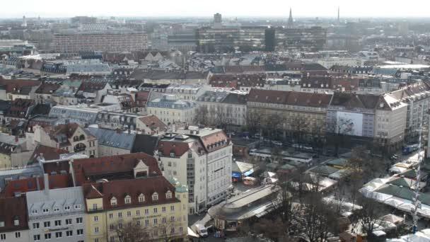 Luftaufnahme. München Viktualienmarkt mit seinen kleinen Geschäften und Ständen