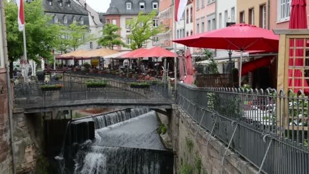 Stadt Saarburg (Rheinland-Pfalz, Deutschland) mit seiner historischen Stadt, bars