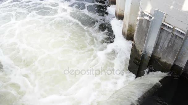 Padající voda řeky Havel