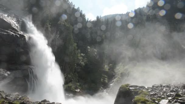 lidé s alook na Krimmelské vodopády. Nachází v Krimmler Achental - Krimml Achen údolí v Rakousku.