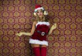 Fényképek Aranyos Santa nő