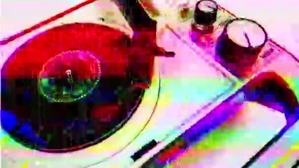 vinylový přehrávač s různými televizními zkresleními přidány