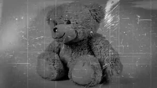 retro vintage video efekty s hnědý medvídek hračka na bílém pozadí