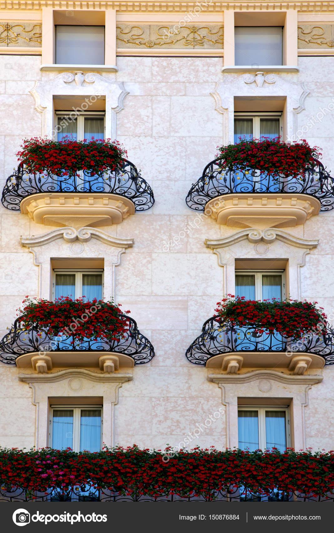 Svizzero vecchio muro e fiore terrazza a lugano Svizzera — Foto ...