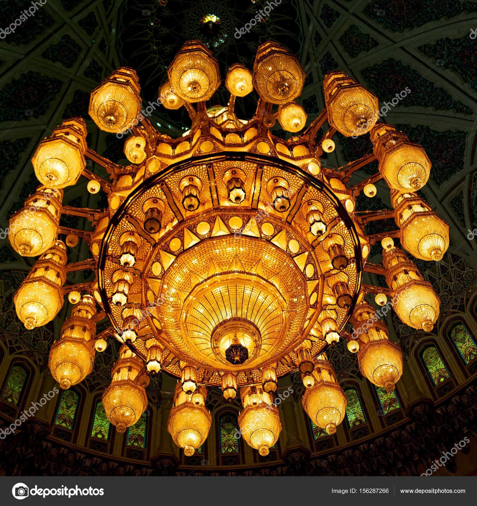 Glas Kronleuchter In Oman Muscat Alte Moschee Und Der Antike U2014 Foto Von  Lkpro