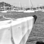 v Austrálii koncepce plachetnice s katamarán příď v oceánu a přístav