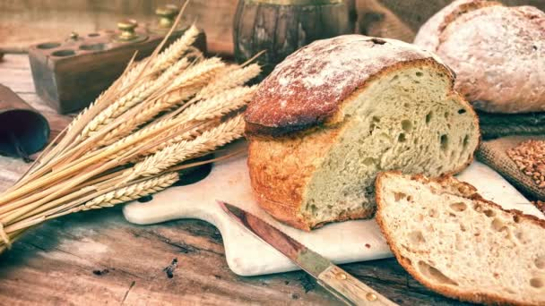 frisch gebackenes Brot in rustikalem Ambiente