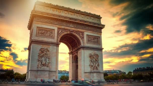 Gyönyörű naplemente felső a Arc de Triomphe, Párizs