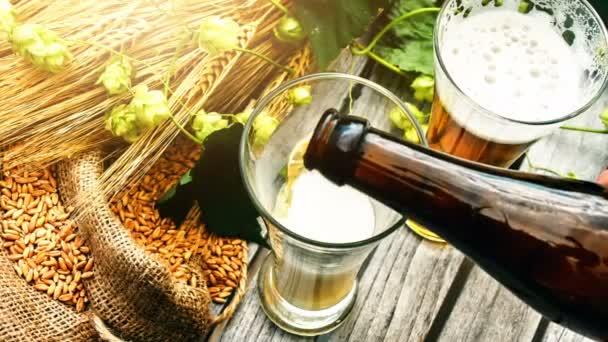 Üvegbe öntött friss sör