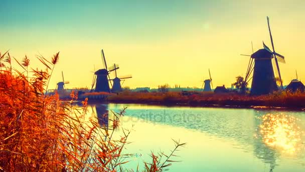 tradiční holandské větrné mlýny