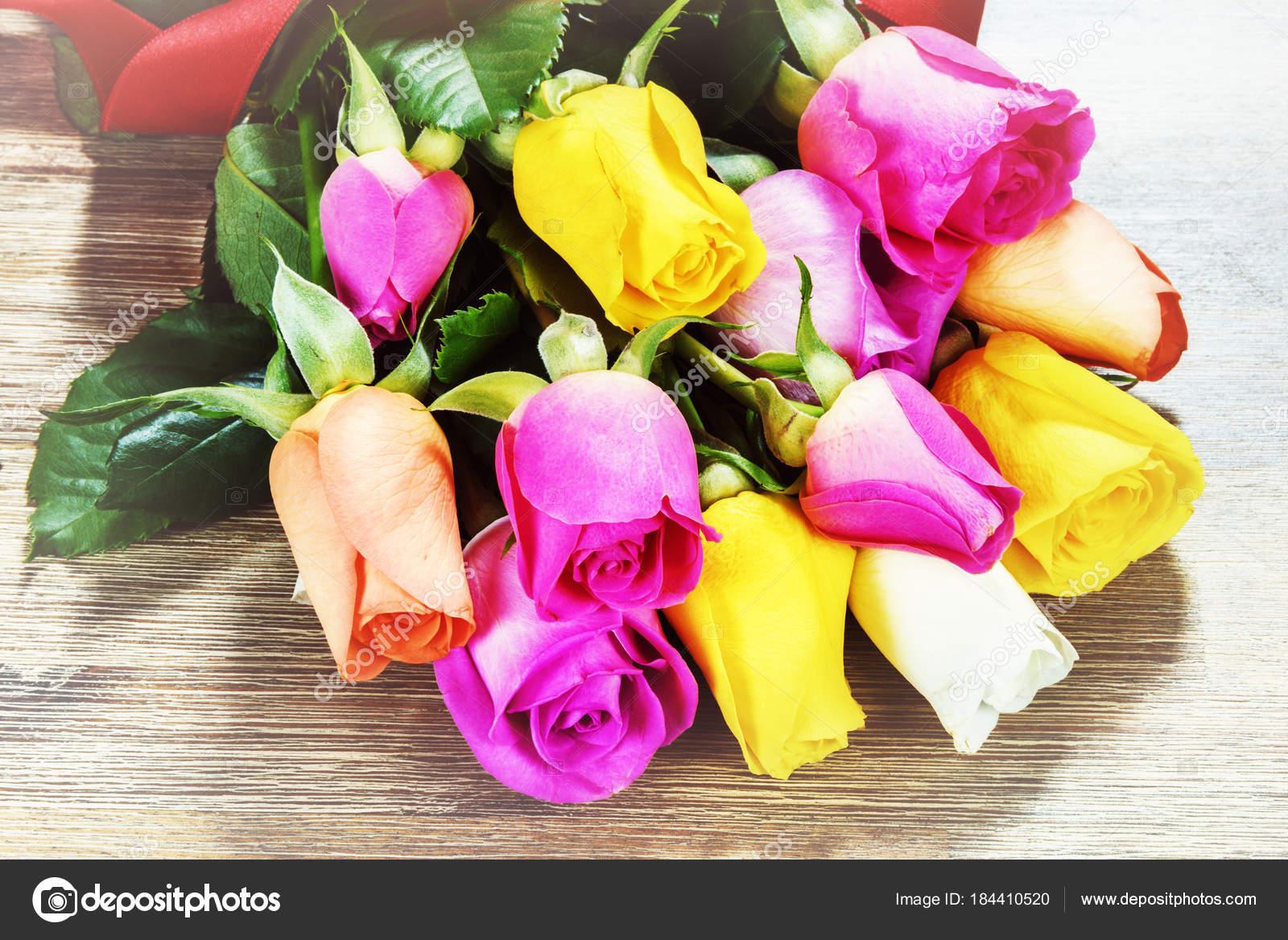 Vue Bouquet Roses Multicolores Photographie Paulgrecaud C 184410520