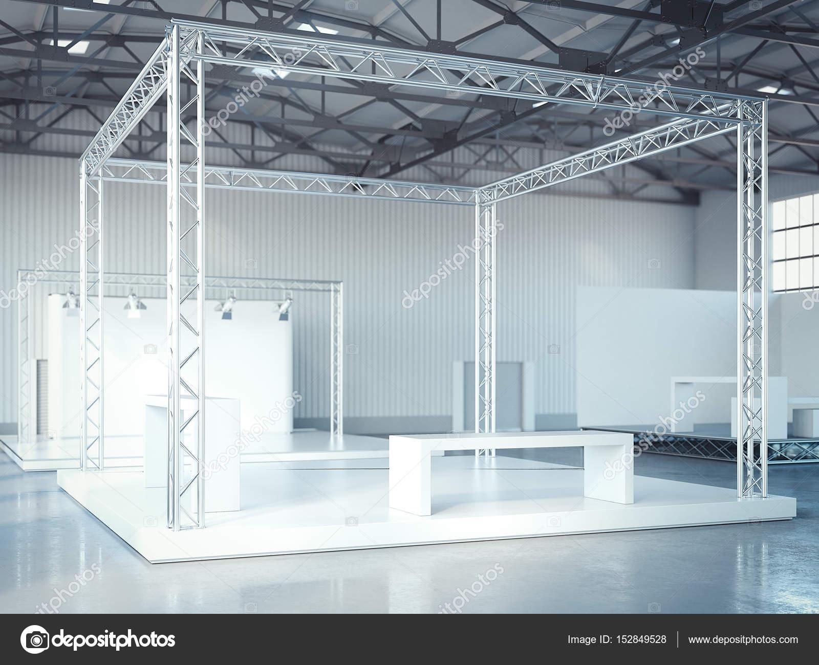 Leere Bühne mit Metallgerüst im modernen Interieur. 3D-Rendering ...