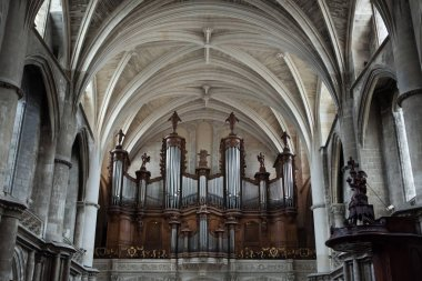 Pipe organ in the Bordeaux Cathedral
