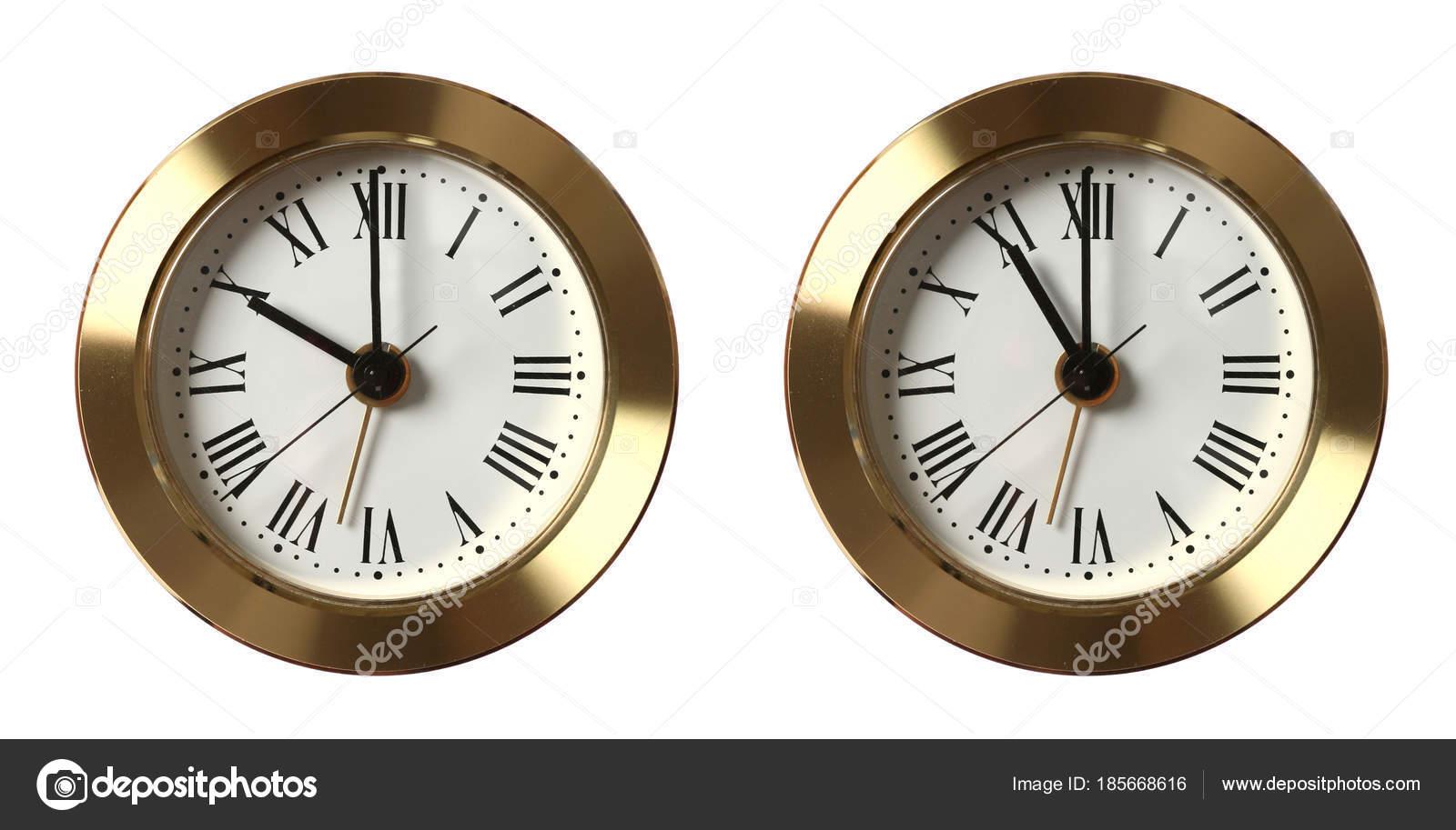 Dos Relojes Vintage Diverso Fondo Aislado Mostrando Tiempo Sobre zUSMVp
