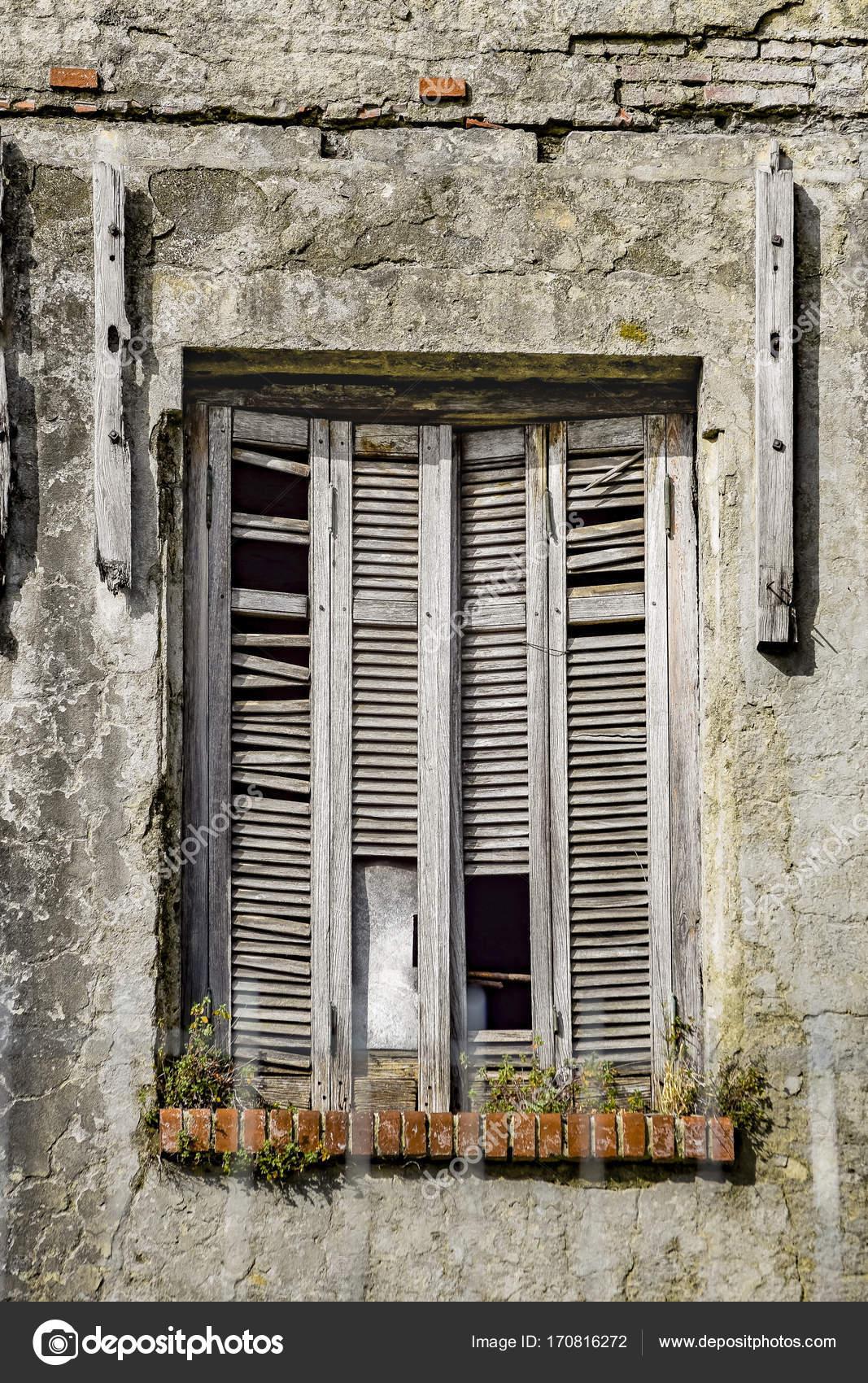 Maison De La Fenêtre Brisée U2014 Photo