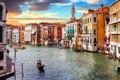 Velencei naplemente. Velence romantikus utazás. Grand Canal. Olaszország
