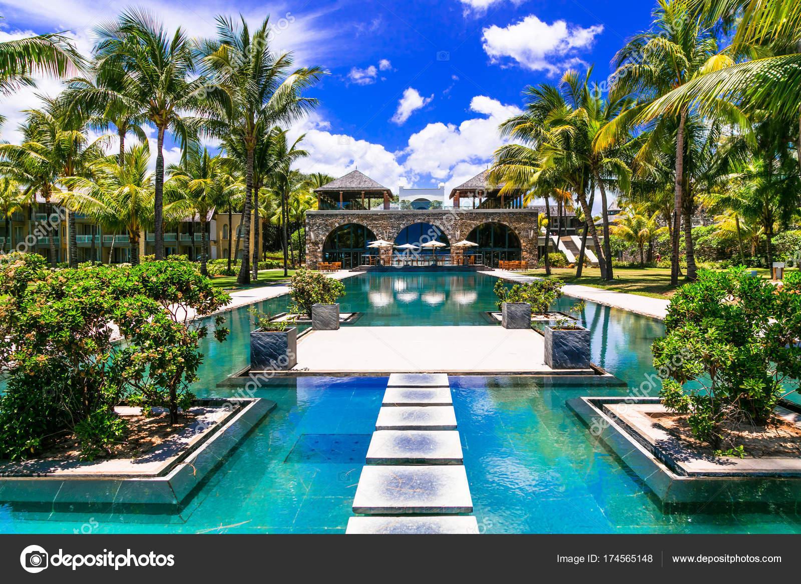 Tropischen Urlaub. Luxus-Resort mit traumhaften Swimming Pool. Insel ...