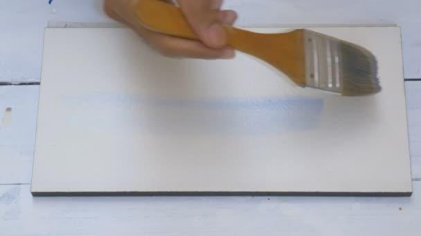 Nahaufnahme Handmalerei Aquarell auf Papier mit großem Pinsel