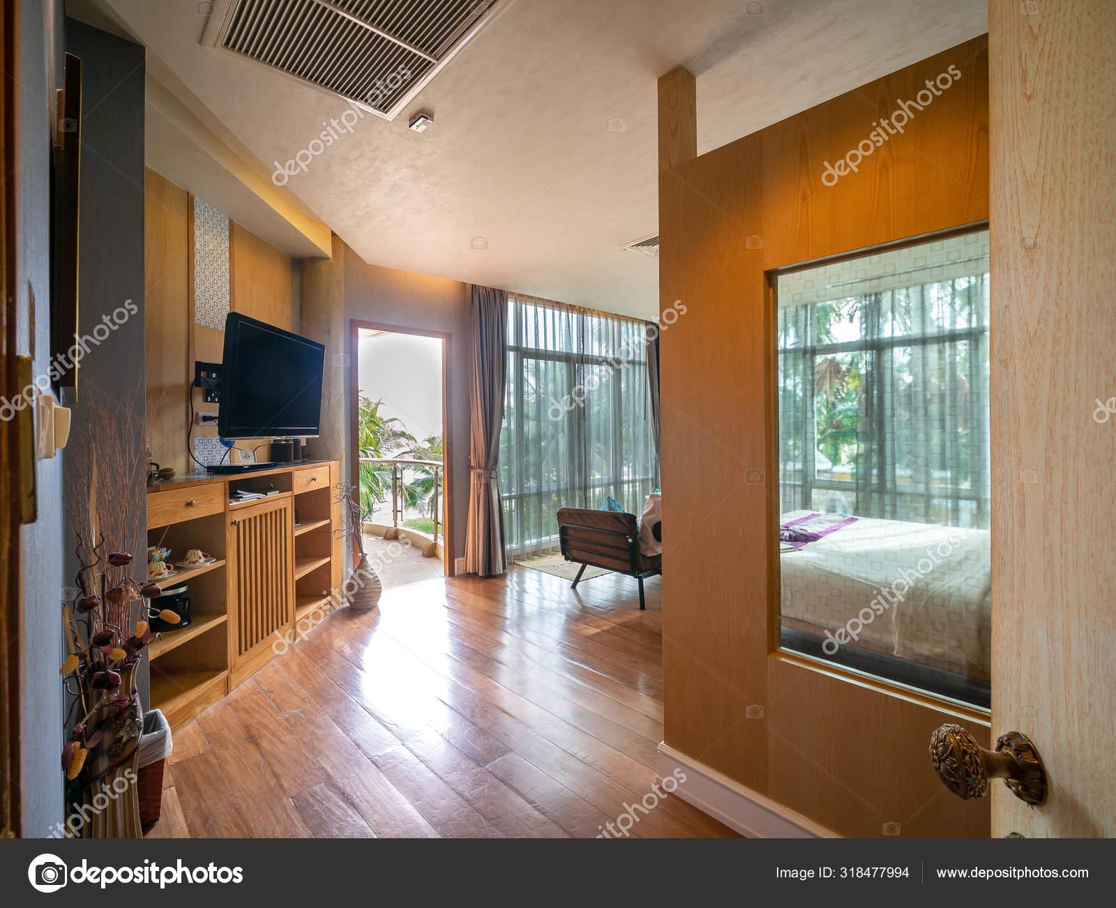 Las Modernas Habitaciones De Lujo Están Decoradas Con