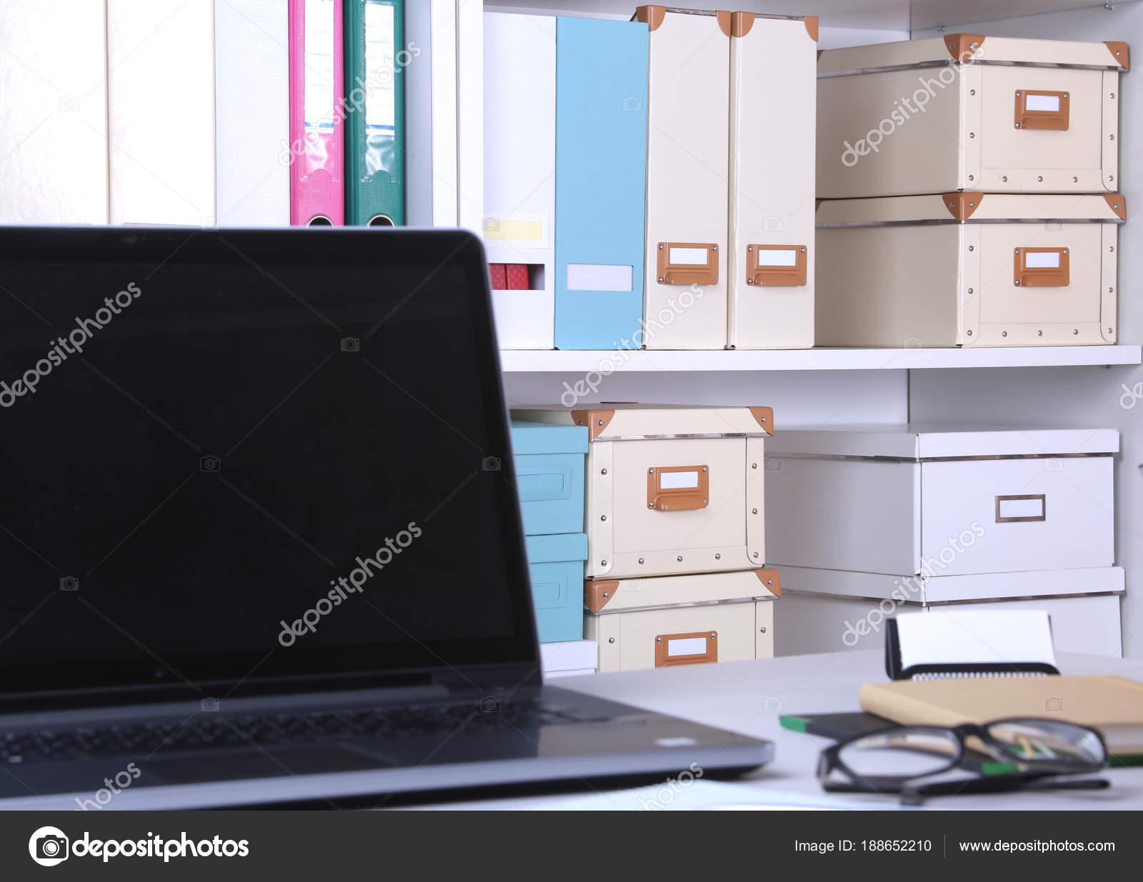 Nahaufnahme Der Komfortable Arbeitsplatz Im Büro Mit Laptop Maus