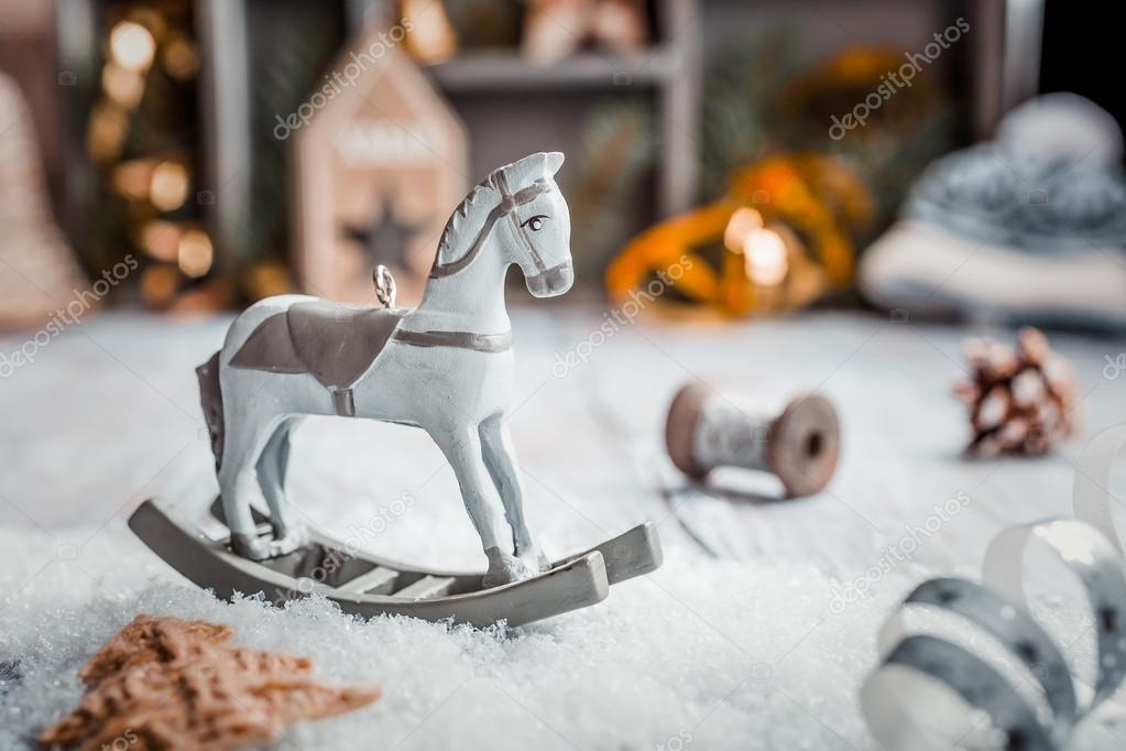 Cavallo A Dondolo Legno Natale.Composizione Di Natale Con Cavallo A Dondolo Di Legno Del