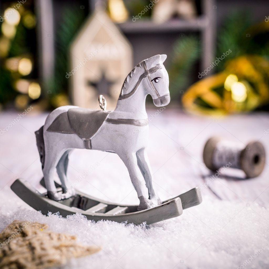 Weihnachten-Komposition mit Holz Spielzeug Schaukelpferd — Stockfoto ...