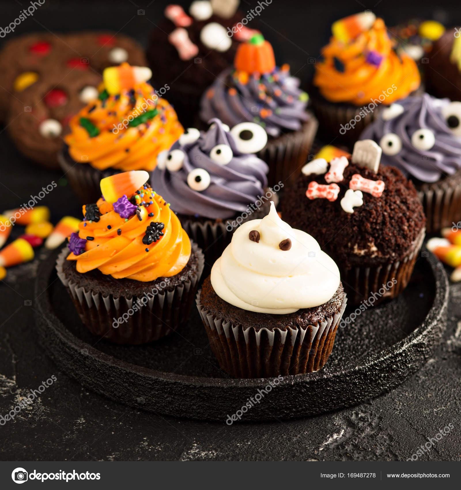 Festliche Halloween Cupcakes Und Leckereien Stockfoto Fahrwasser