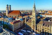 Luftaufnahme des Neuen Rathauses und Marienplatzes, München