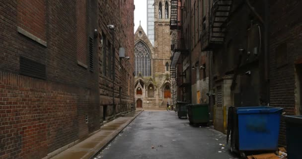 establishing shot of empty alleyway in a large city