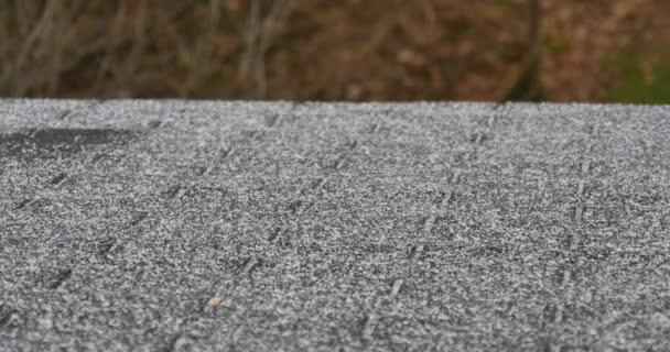 Posouvání Shot plískanice bít domov na střechu během ledová bouře