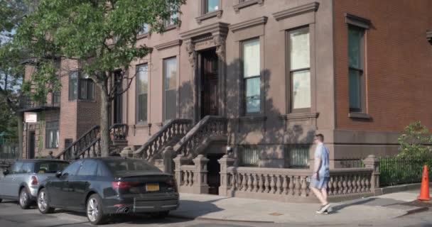 Tag zur Gründung Schuss von typischen Brooklyn Brownstone Haus