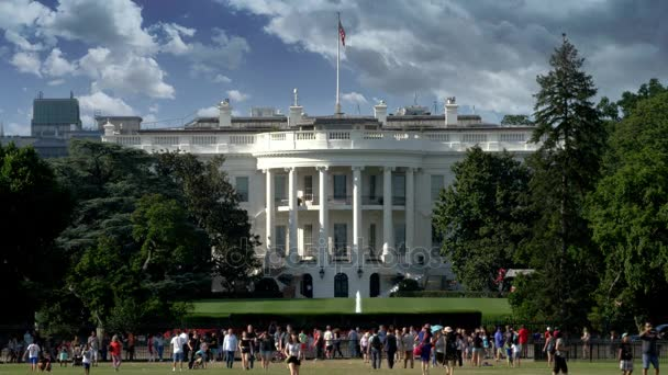 Slunečný den exteriér Bílého domu