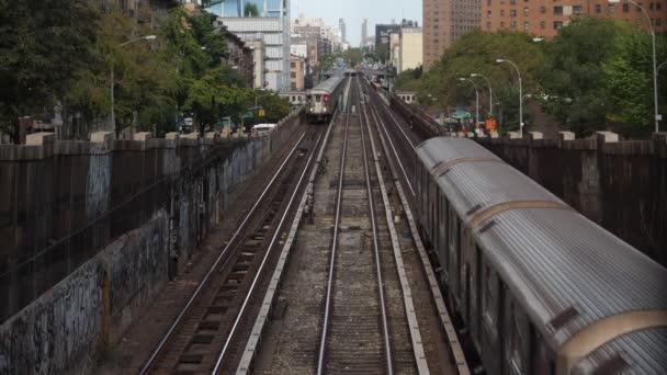 Dvouprůchodový vlaky metra Harlem mez