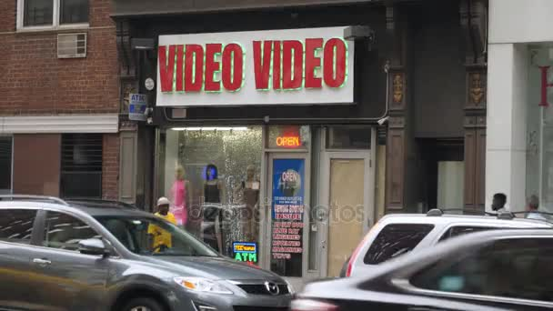 Délka dne založení Shot Video Store ve velkém městě