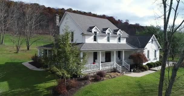 Lassú megközelítés és felüljáró Country House