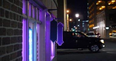 Noční vnější založení Shot města baru nebo restaurace