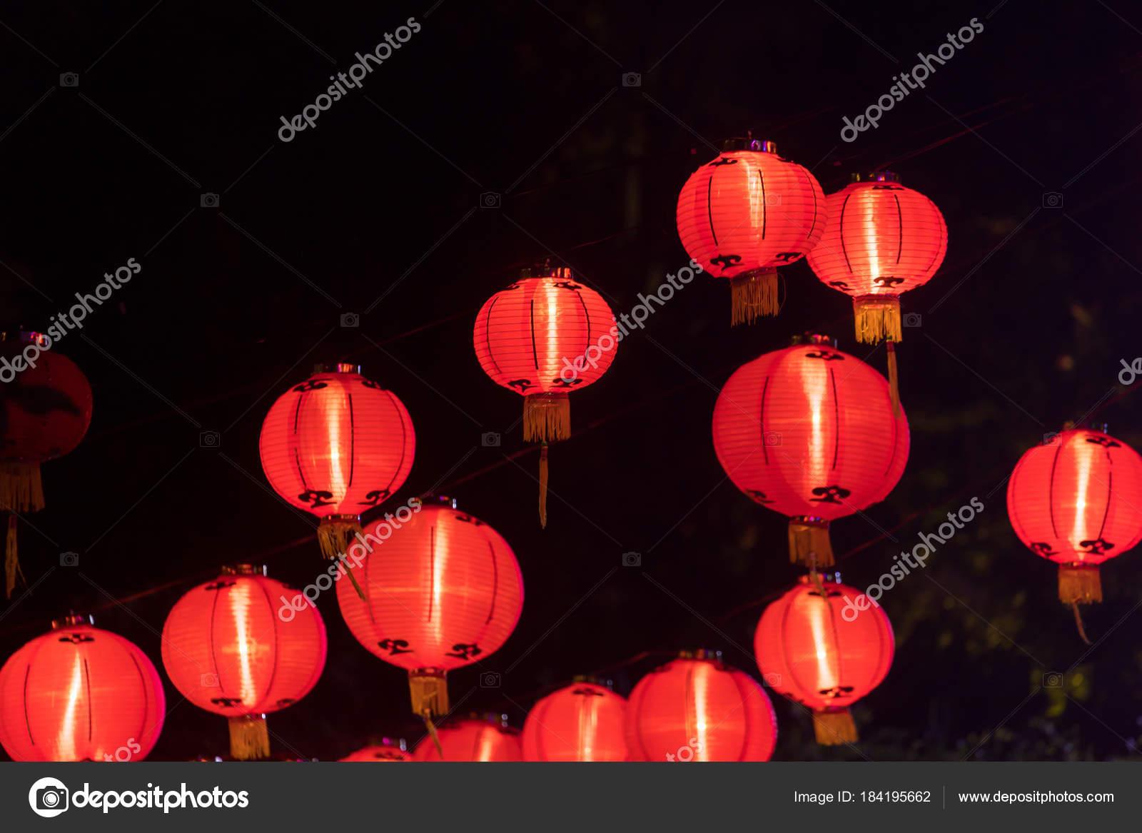 Lampade Cinesi Di Carta.Lanterne Cinesi Di Carta Alla Vigilia Di Capodanno Foto