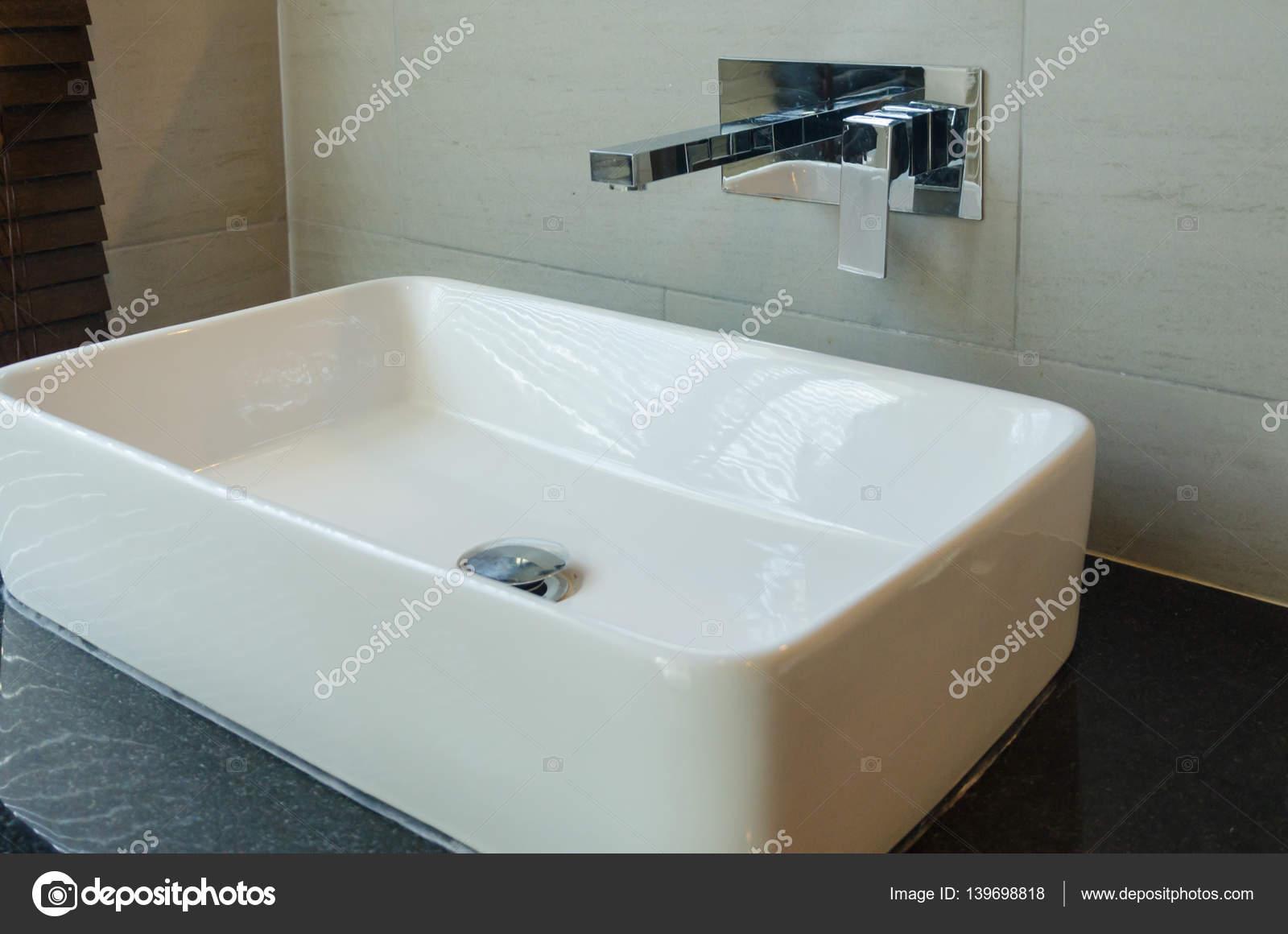 Lavandini Bagno Moderno Bianco Foto Stock C Aoo8449 139698818