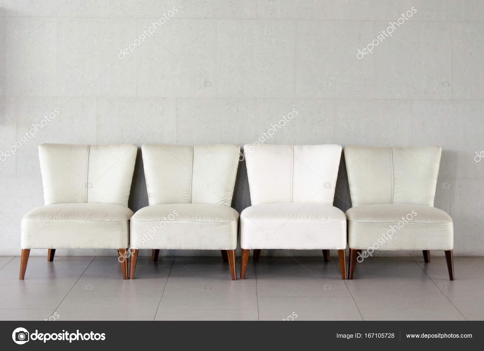 Luxe Witte Stoelen.Witte Stoelen Op De Kamer Stockfoto C Aoo8449 167105728
