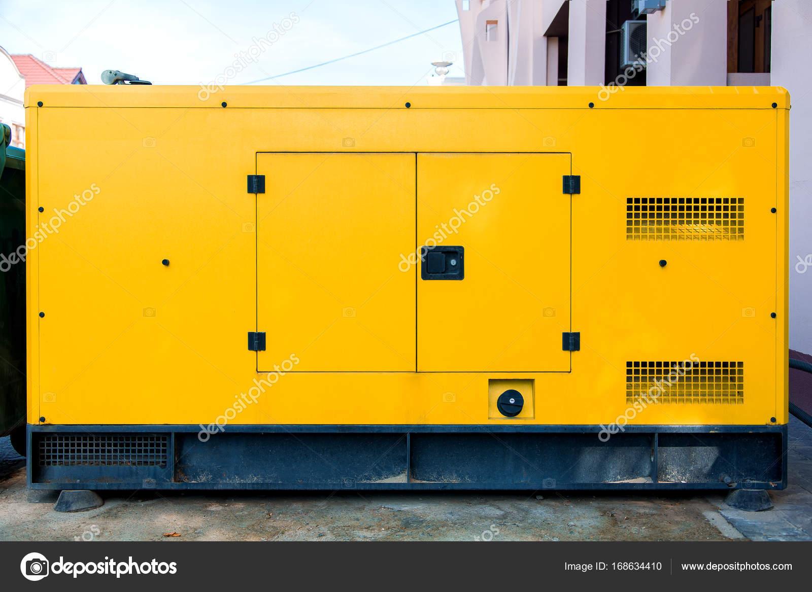 Mobile Strom-Generator für Notsituationen — Stockfoto © BespaliyA ...