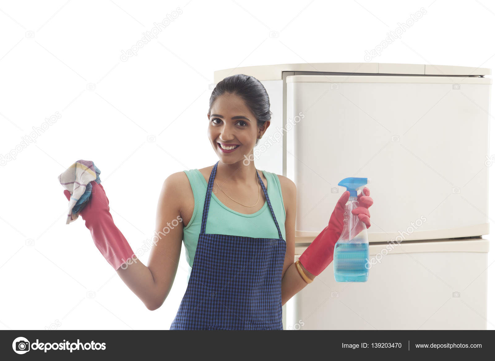 Kühlschrank Reiniger : Frau reinigung kühlschrank u2014 stockfoto © iphemant #139203470