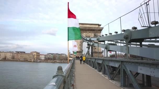 Budapest, 2019. március 15. A Duna és Magyarország zászlója a Lánchídról Budapesten