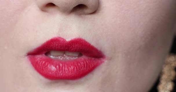 Ženy rty líbání v close-up.